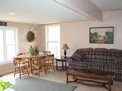 living room and breakfast nook - Missouri Vacations