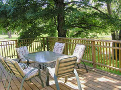 deck with table and chairs - Missouri Vacations