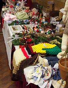 table with crafts for sale - Missouri Vacations