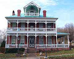 three story quaint vintage home - Missouri Vacations
