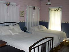 bedroom with two double beds - Missouri Vacations