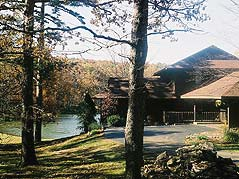 lodge next to lake - Missouri Vacations