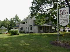 Plain & Fancy Bed & Breakfast sign - Missouri Vacations