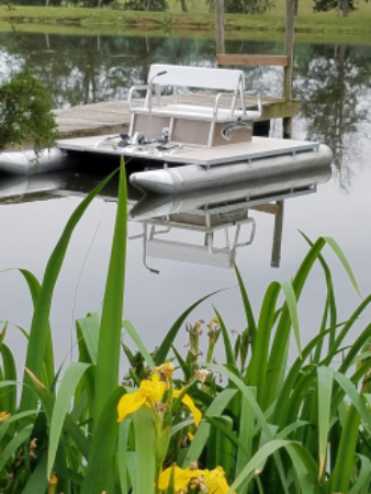pond with pontoon boat - Missouri Vacations