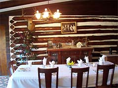 dining room table - Missouri Vacations